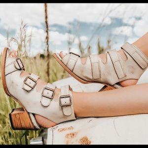 EUC🦋Freebird Sandals By Steve Madden